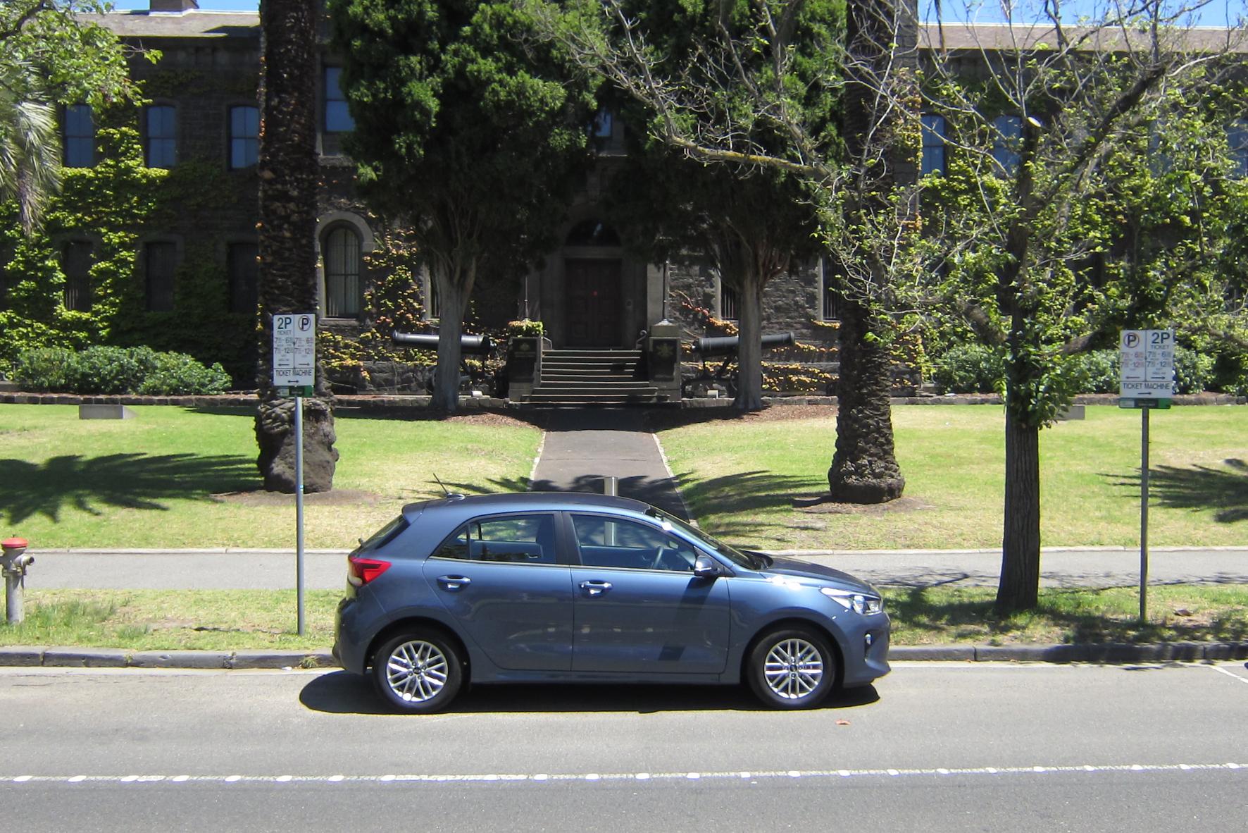 Mit einem kleinen Auto unterwegs auf  dem australischen Kontinent