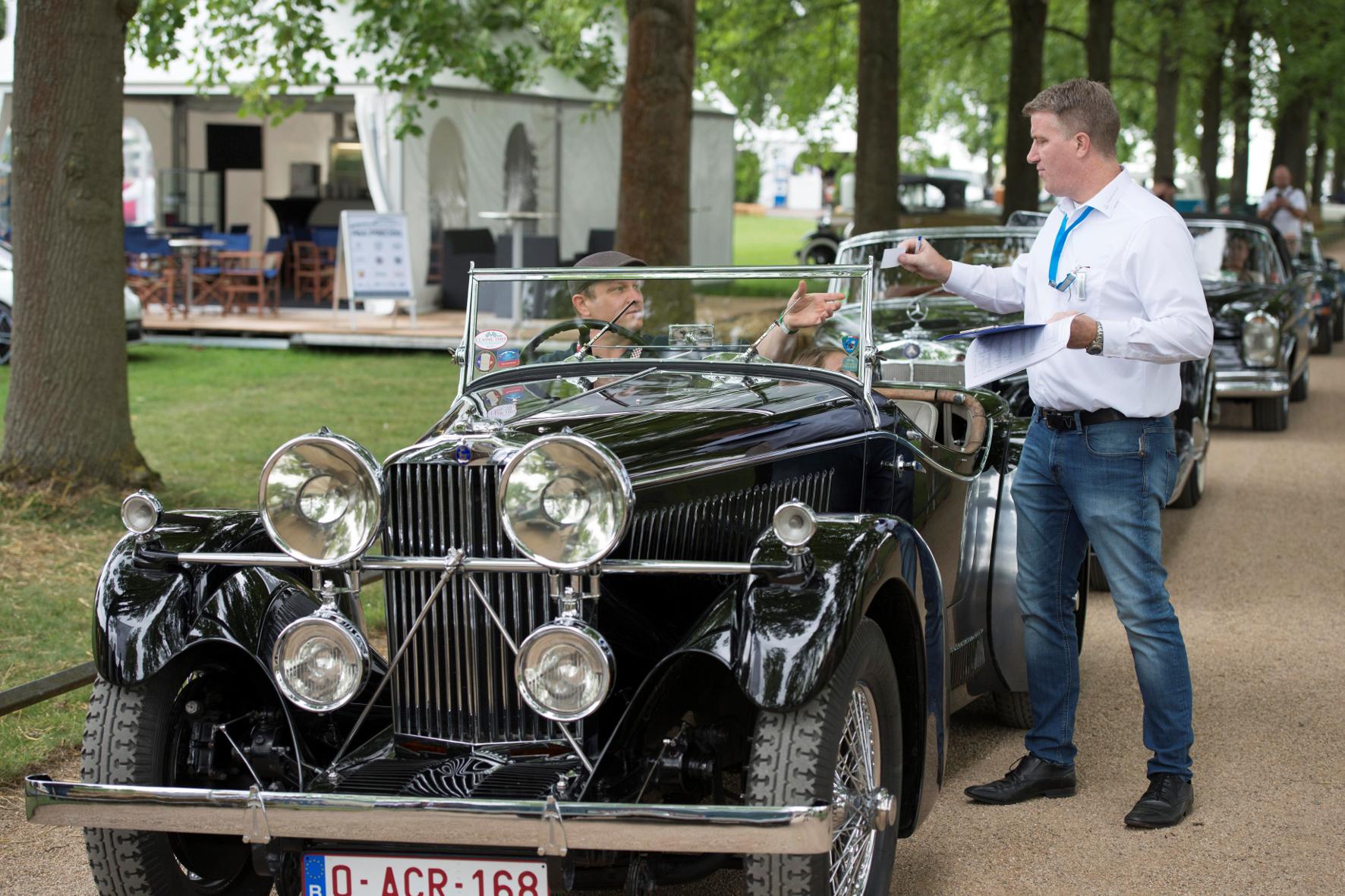 Auf Schloss Dyck treffen sich Liebhaber alter Autos