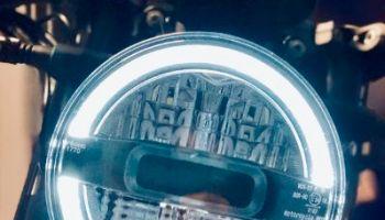 Motorradscheinwerfer von vorne