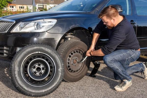 Reifenwechsel. Foto: TÜV Rheinland