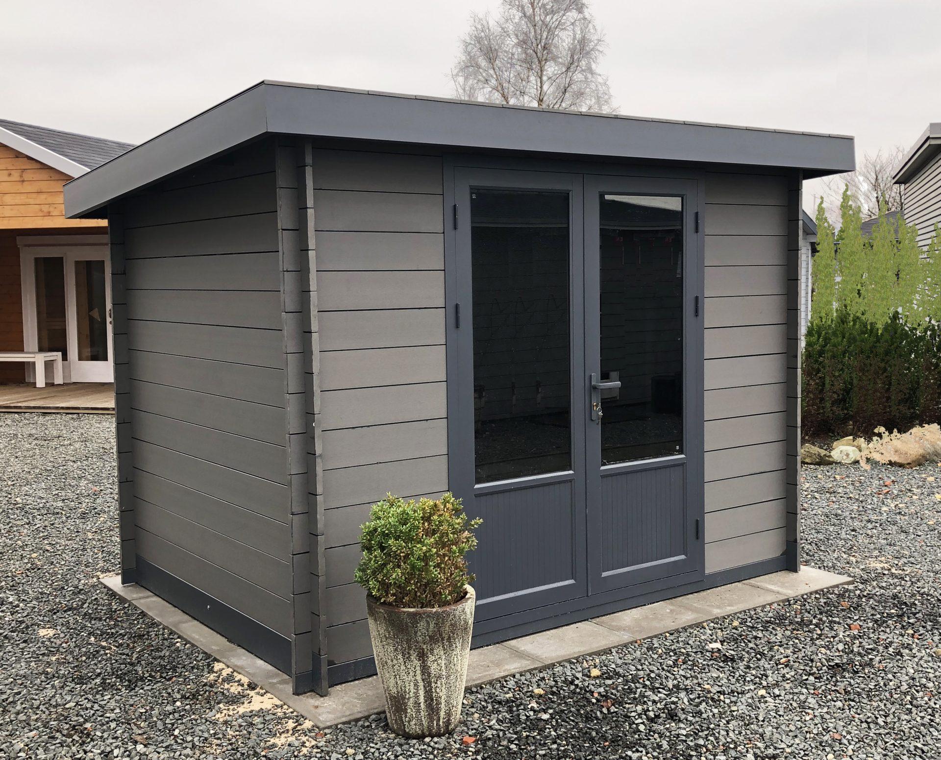 Fast wartungsfreie Holzhäuser schützen sich selber vor Wind und Wetter
