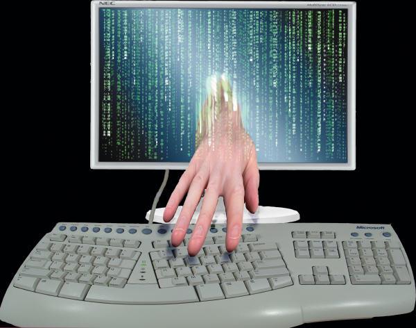 Die Hand aus dem Computer berührte eine Tastatur Cybercrime 7 2019