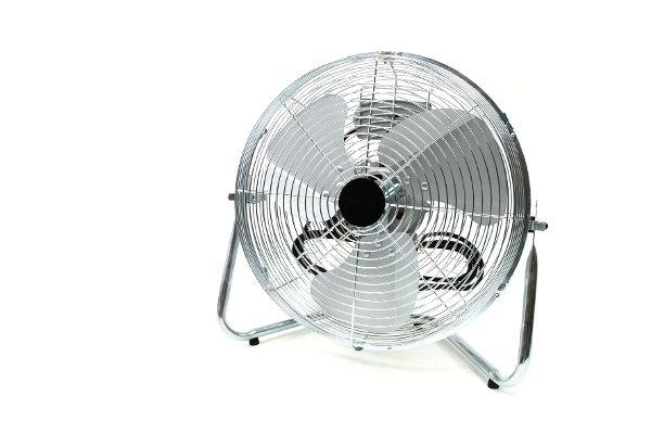 Ventilator vor weißem Hintergrund.