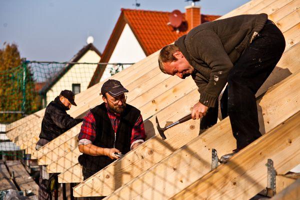 Für Sicherheit auf der Baustelle sorgen