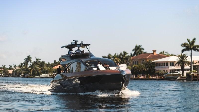 Der jüngste Luxus zu Wasser kommt von Lexus: