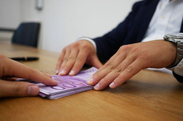 Banken denken über die Abschaffung von Gratiskonten nach