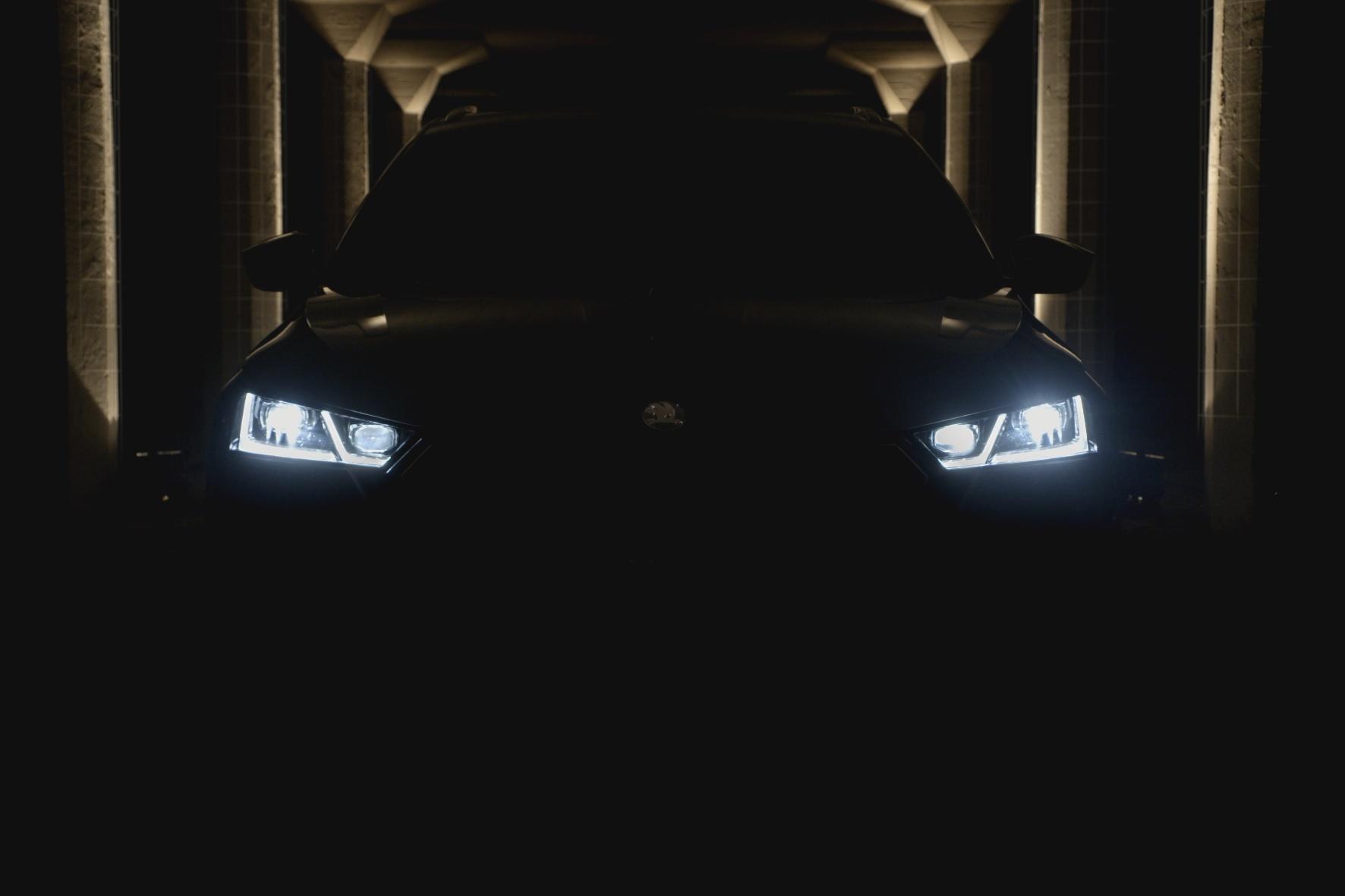 Mit dem Auto sicher durch die Dunkelheit