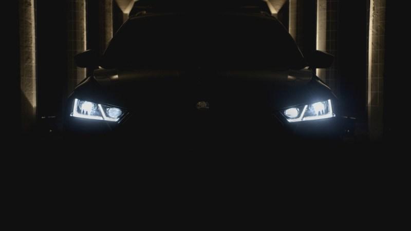 Autolicht vor dunklem Hintergrund