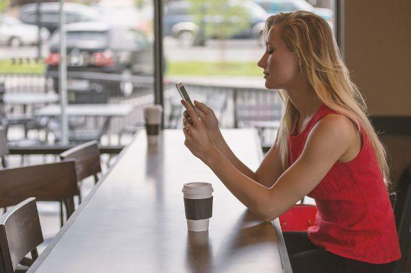 Durchschnittlich 107 Minuten am Tag wird auf das Smartphone geschaut