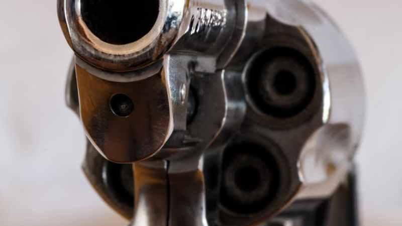 Waffe ohne Berechtigung gilt Eigentümern als Kündigungsgrund für eine Mietwohnung