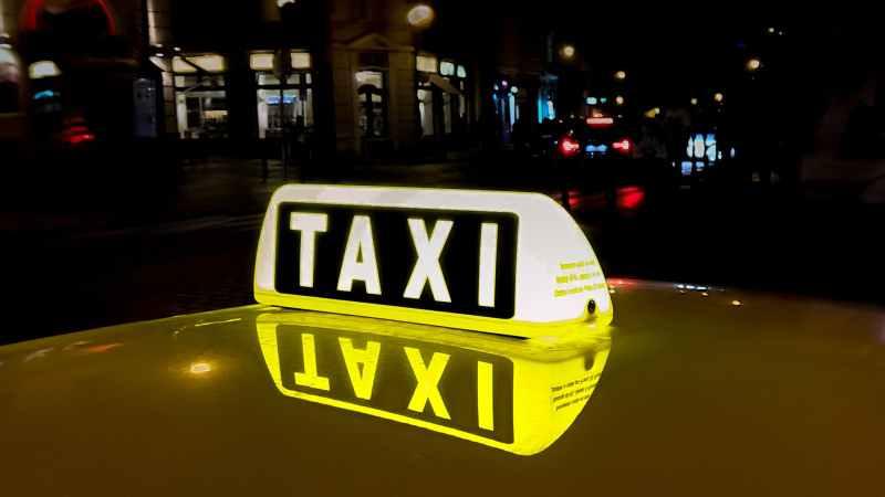 Kölner Taxi-Pilotprojekt + Batteriezentrum in Münster