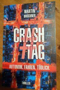 """In Martin Brückners Roman """"Crash Tag - Autonom. Fahren. Tödlich"""" geht es ordentlich zur Sache."""