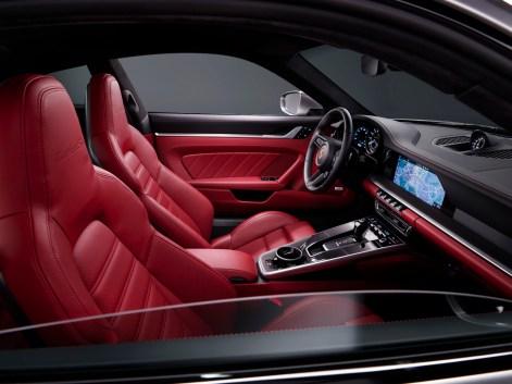 Mit rotem Leder wirkt der Innenraum des Turbo S noch eleganter