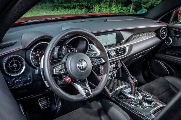 Der sanfte Bogen über den Giulia-Instrumenten schafft Ruhe für das Auge.© Alfa Romeo / TRD mobil