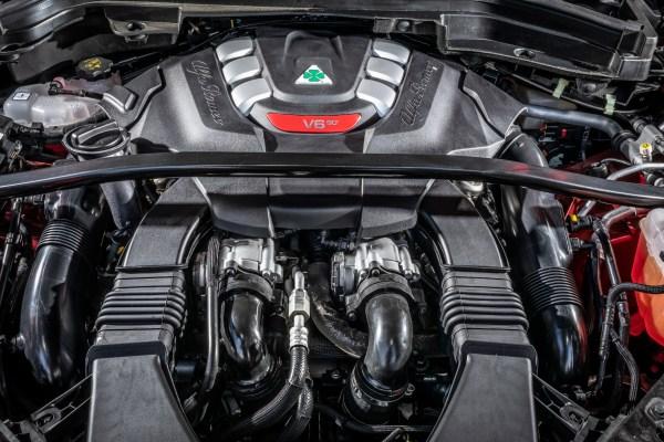 In beiden Quadrifoglio-Versionen kommt die Kraft aus einem 2,6-Liter-V6-Motor mit 510 PS. © Alfa Romeo /trd mobil