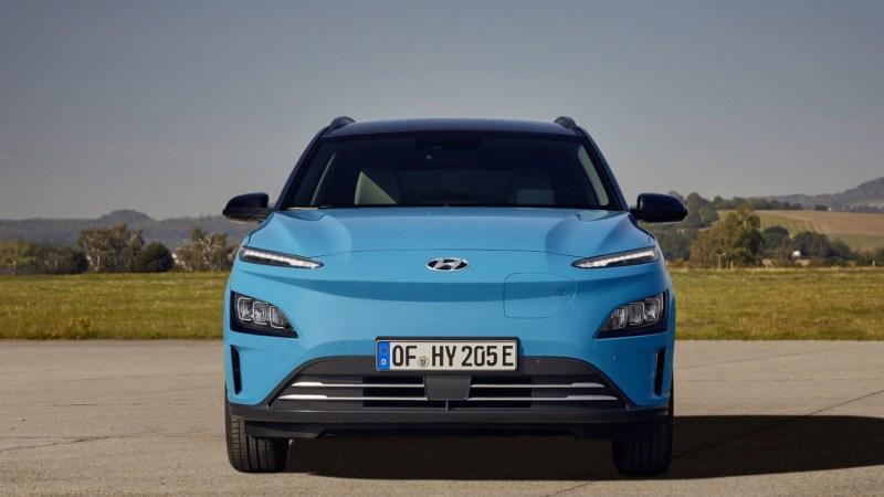 Ein Team der renommierten Fachzeitschrift Auto Bild schaffte mit einem Hyundai Elektro mit einer 64-kWh-Batteriefüllung sogar eine rekordverdächtige Reichweite von 1.026 Kilometer.