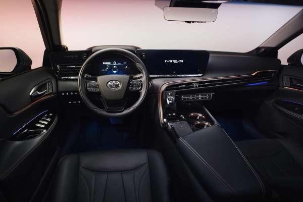 Im Toyota-Stil: das Cockpit des neuen Mirai mit großem Touchscreen. © Toyota / TRD mobil