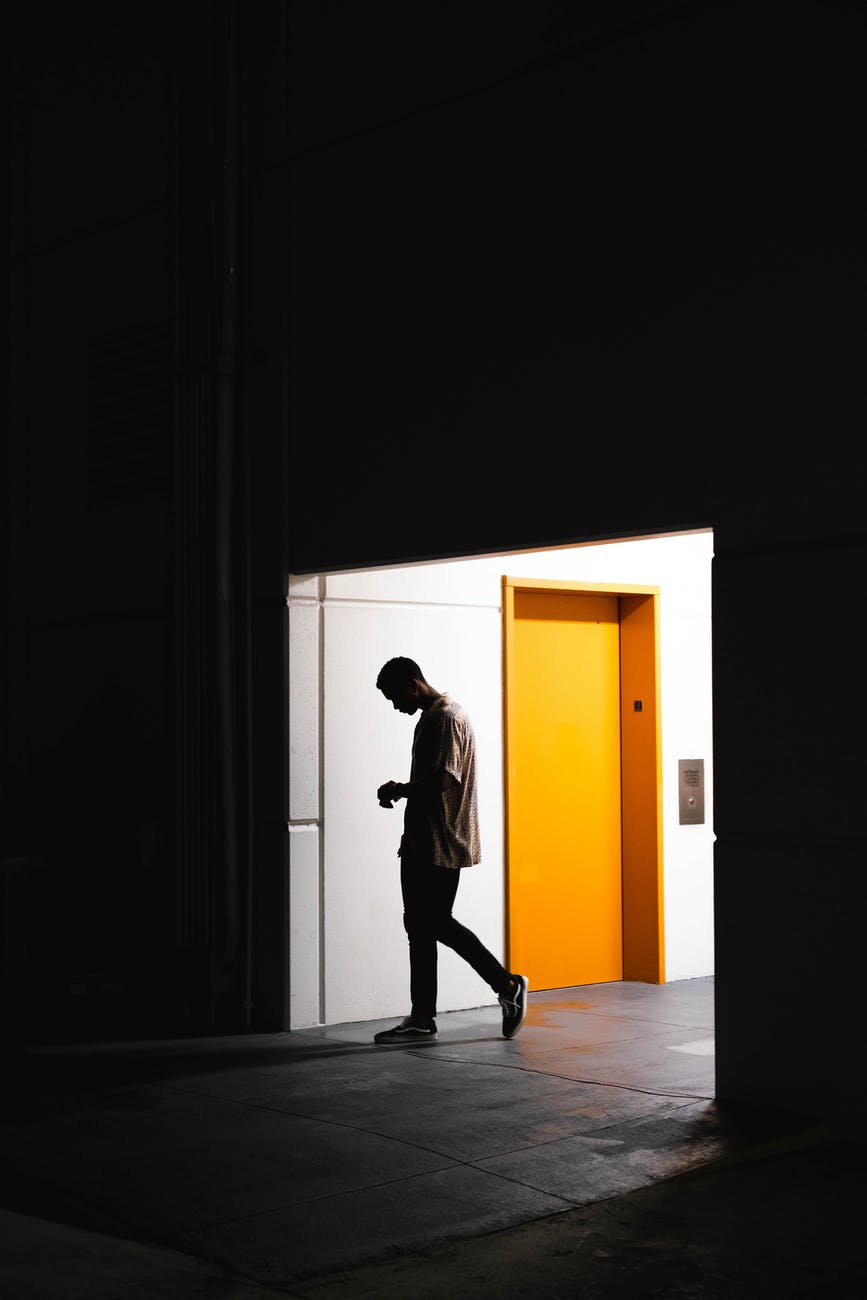 Umfrage: Über die Angst in einem Aufzug steckenzubleiben
