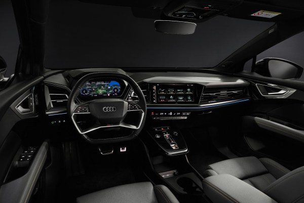 Auch die neue Lenkrad-Generation mit Touch-Bedienung steht für den Zukunftskurs des neuen Stromers. © Audi