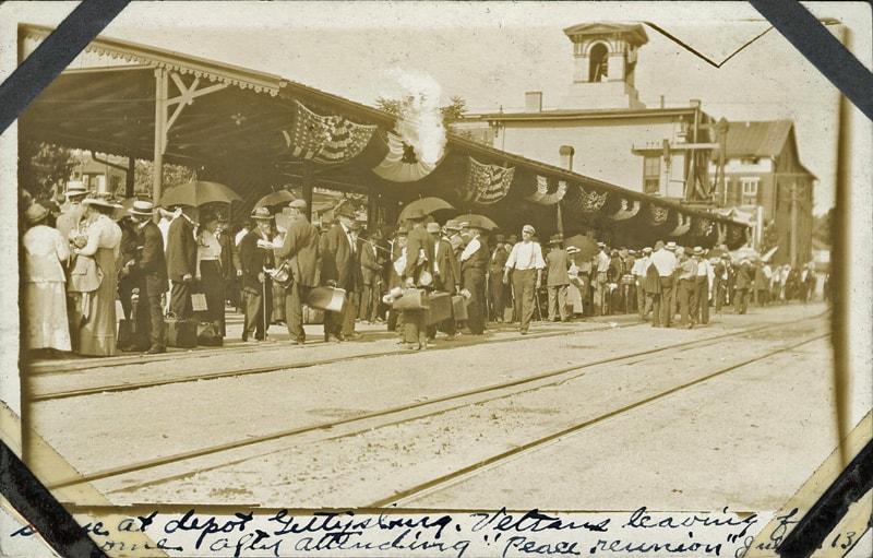 Veterans leaving train depot 1913 Gettysburg Reunion