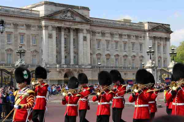Things to do in London with kids - Buckingham Palace and the Changing of the Guard