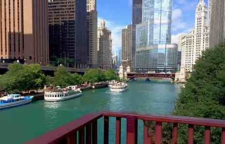 Things for kids to do in Chicago - Enjoy an architecture cruise