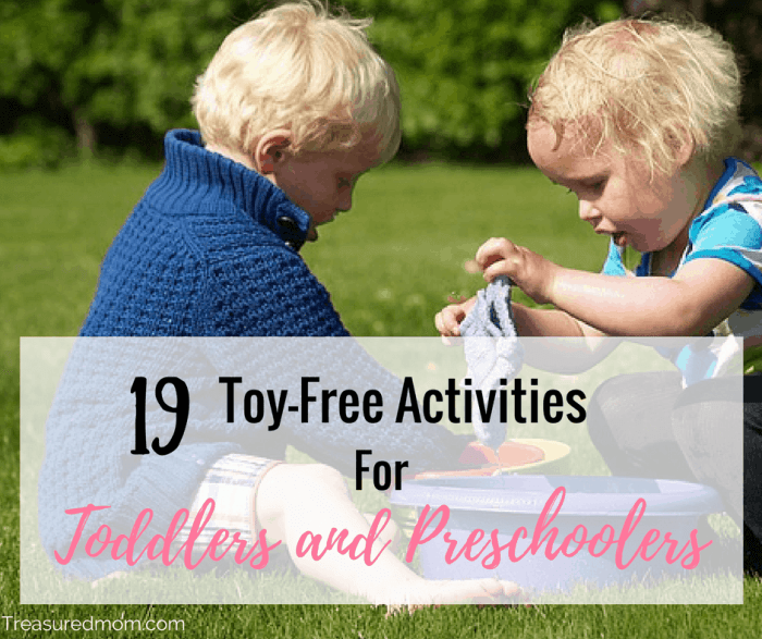 These are fun and Simple Toy-Free Toddler Activities for you and your toddlers or preschoolers. Includes lots of no-prep toddler activities that are simple and easy.