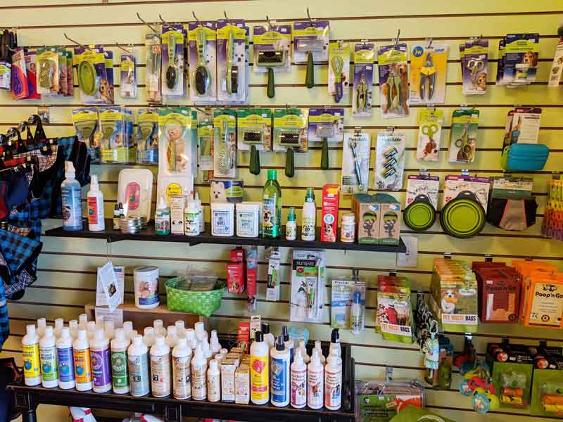 Grooming and shampoo supplies at Tre Bone