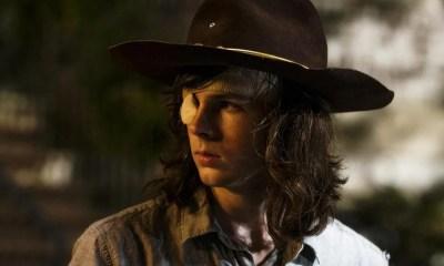 Chandler Riggs, o Carl Grimes de The Walking Dead, muda radicalmente o visual. Veja!