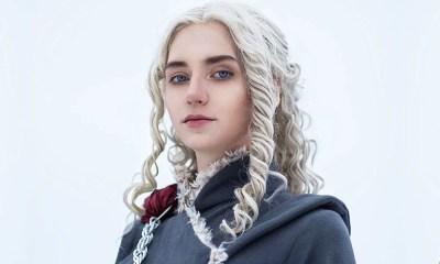 Cosplayer faz fotos como Daenerys usando trajes da 7ª temporada de Game of Thrones