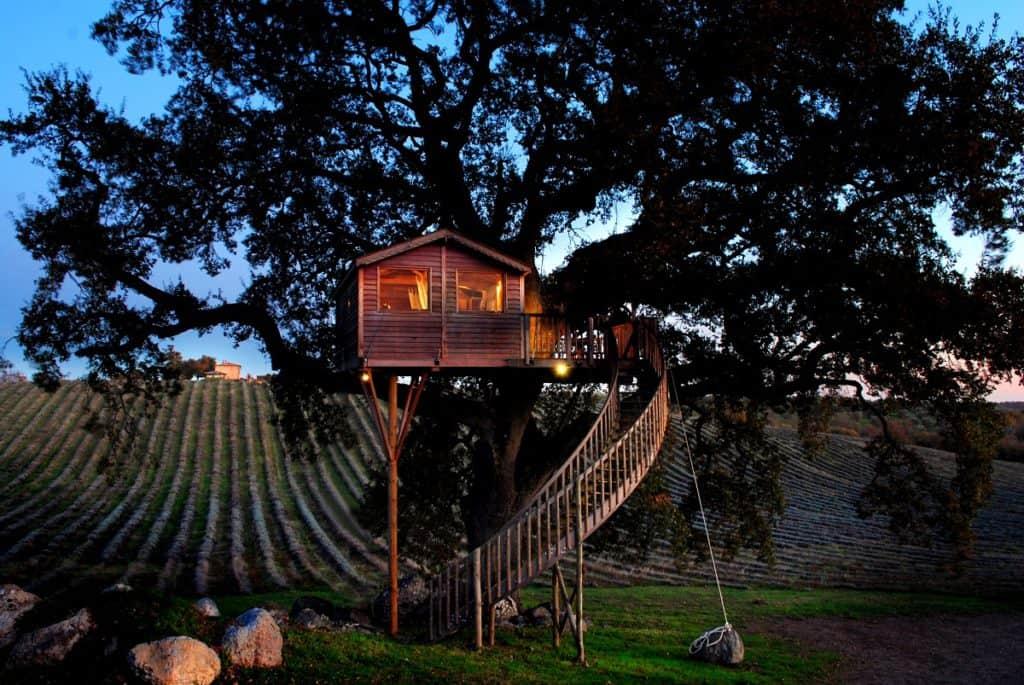 Tree House Hotel In Italy La Piantata Black Cabin