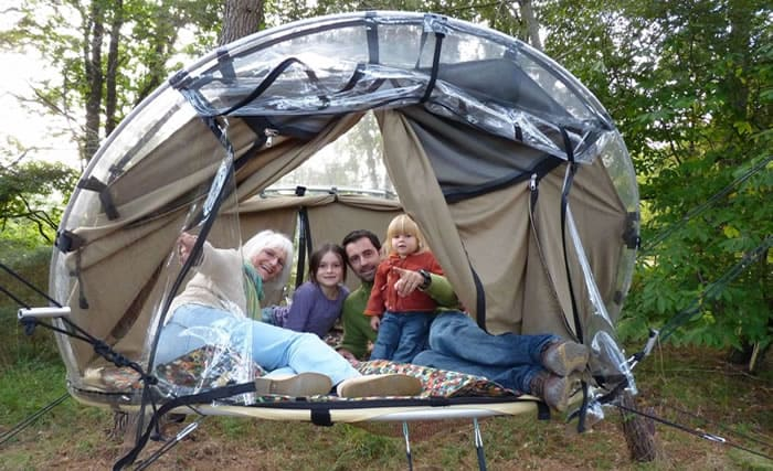 & Tree house hotel in France: Bubble tents - Treehouse map