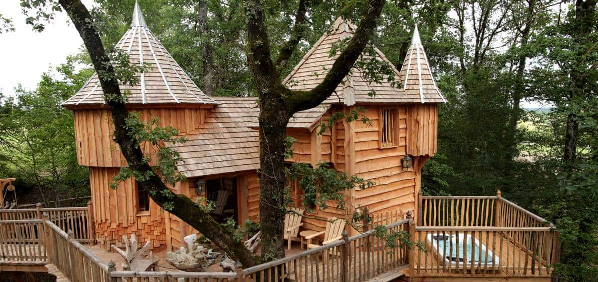treehouse hotel in france chateaux dans les arbres treehouse map. Black Bedroom Furniture Sets. Home Design Ideas