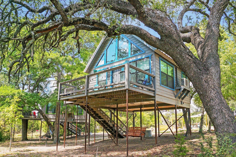 Arbor House Texas Treehouse Rental