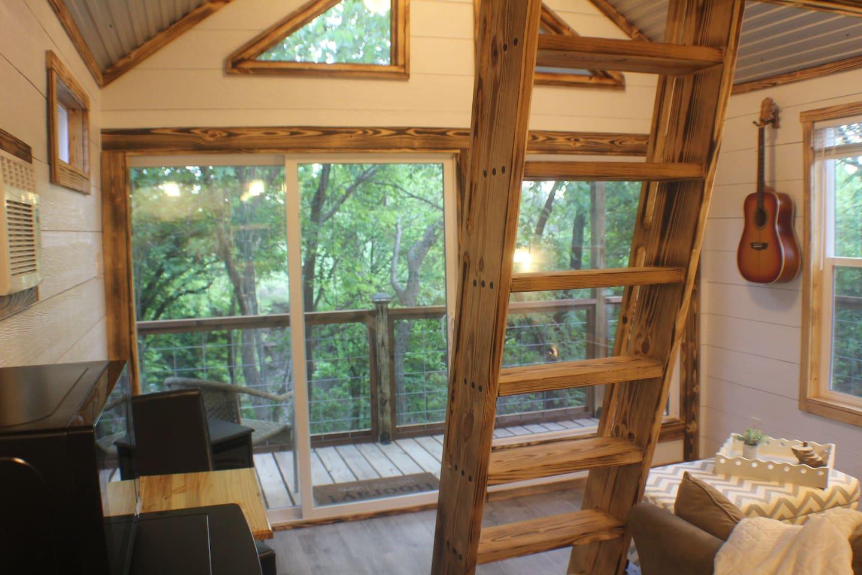 Creekside Treehouse Texas