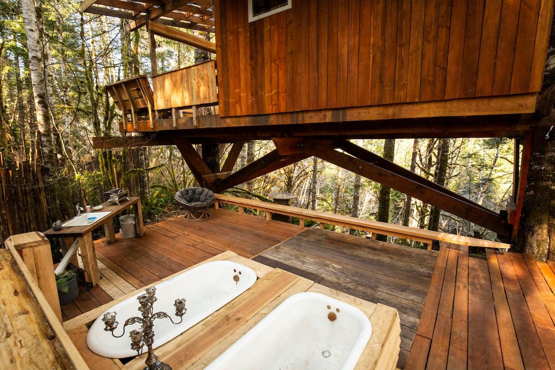 Heartland Treehouse Rental in Oregon