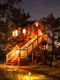 Little Red Treehouse Colorado