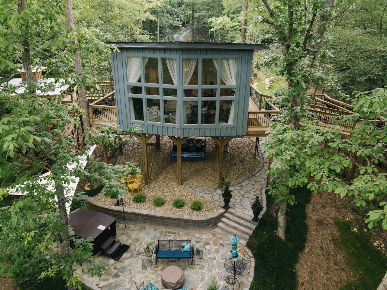 Sulfur Ridge-Tennessee's First Luxury Treehouse