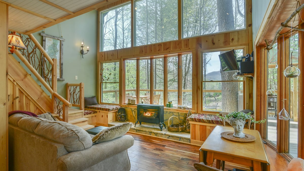Upper Stone Mountain Treehouse Tennessee Rental