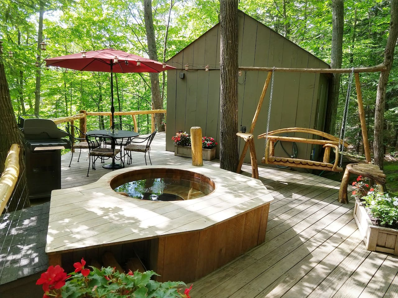 Vermont Tree Cabin - A Cozy Retreat