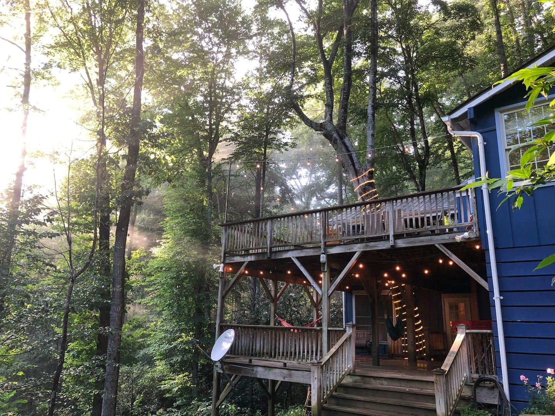 Happy Place Treehouse North Carolina