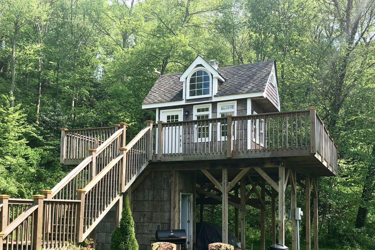 Heated Treehouse Rental Near Asheville NC