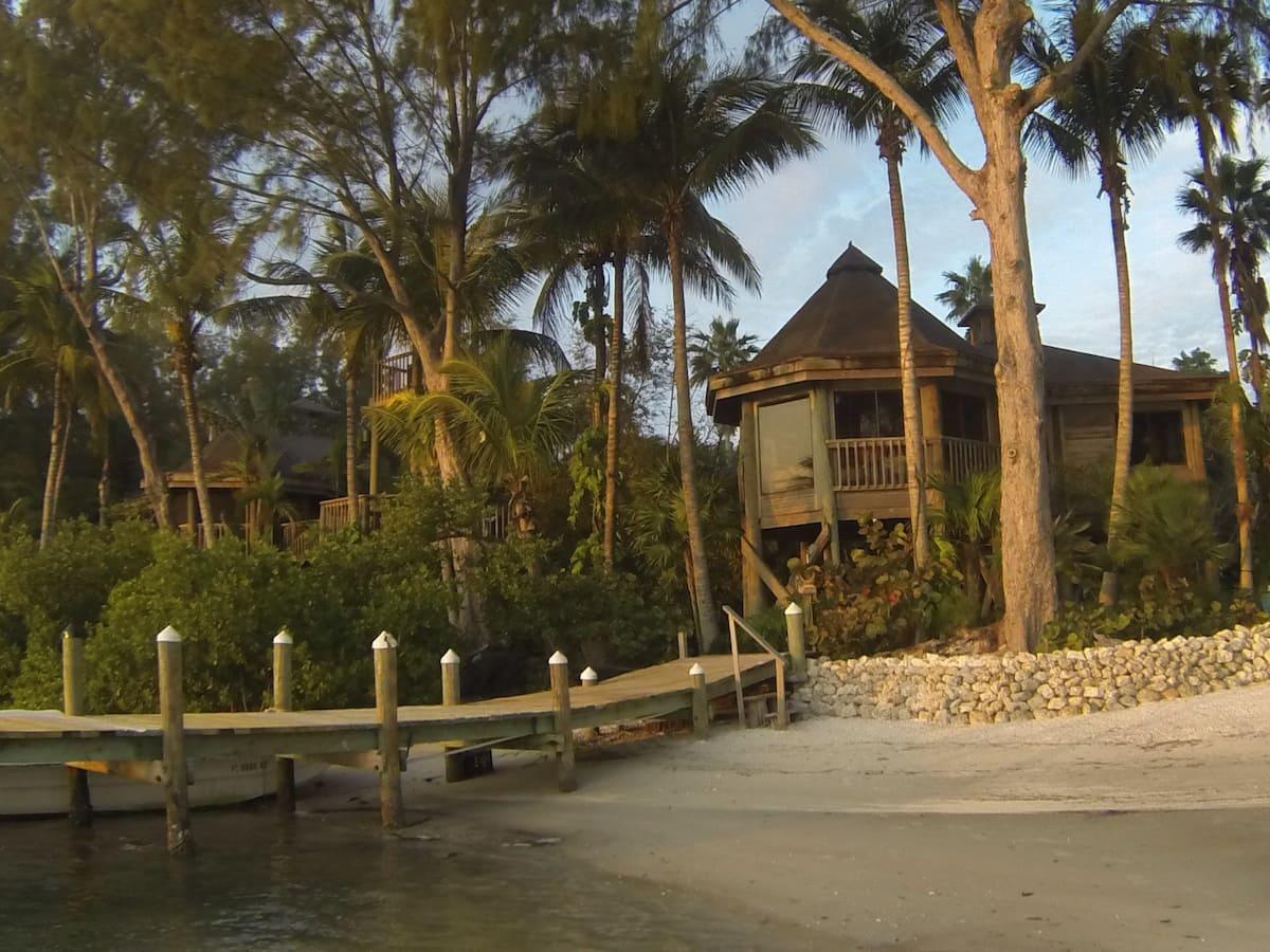 Luxury Exotic Polynesian Treehouse