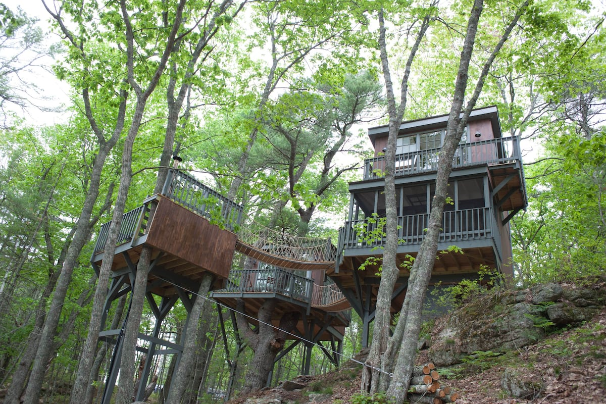 Treehouse Rental With Hot Tub in Maine