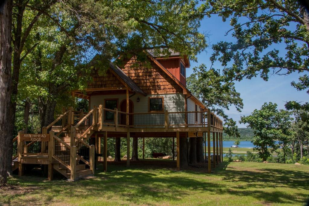 Luxury Treehouse Rental in Arkansas