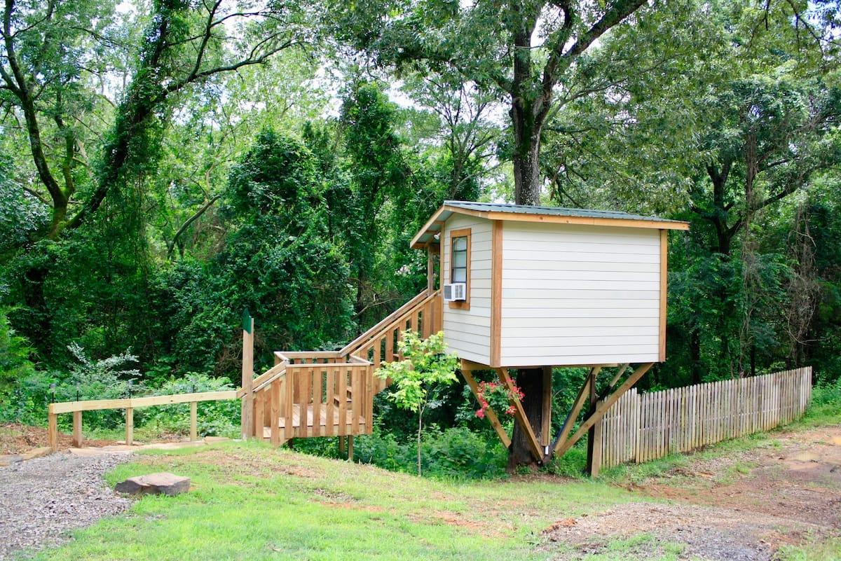 Mountain Eight - Serenity Treehouse Arkansas Airbnb