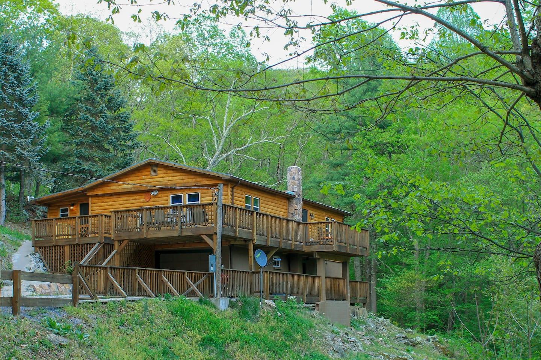 Shenandoah Treehouse & Mountain Lodge