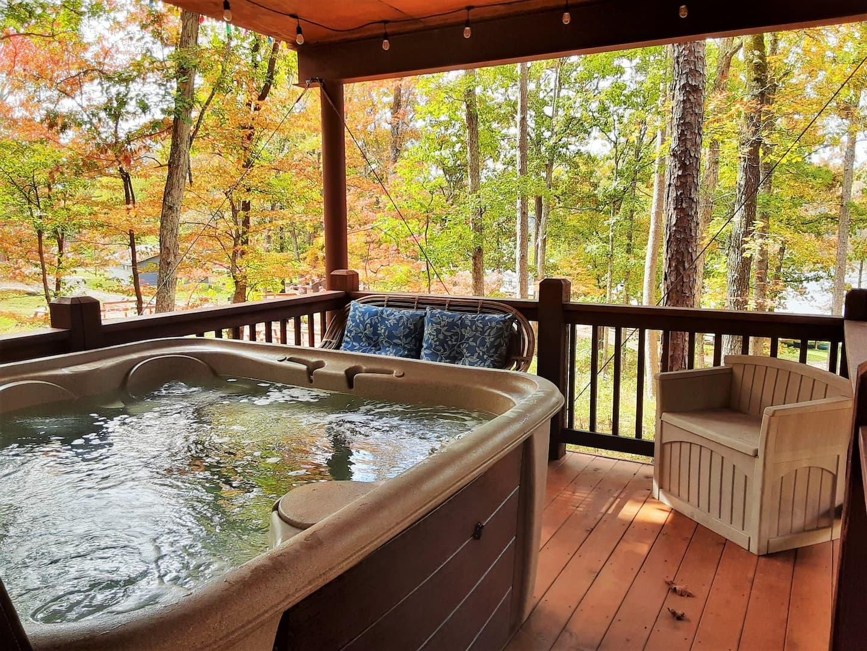 Spring Lake Ranch Missouri Tree House Rental with Hot Tub