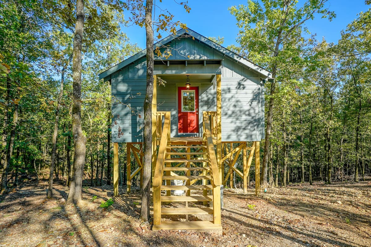 Whippoorwill Treehouse Hot Springs Alaska