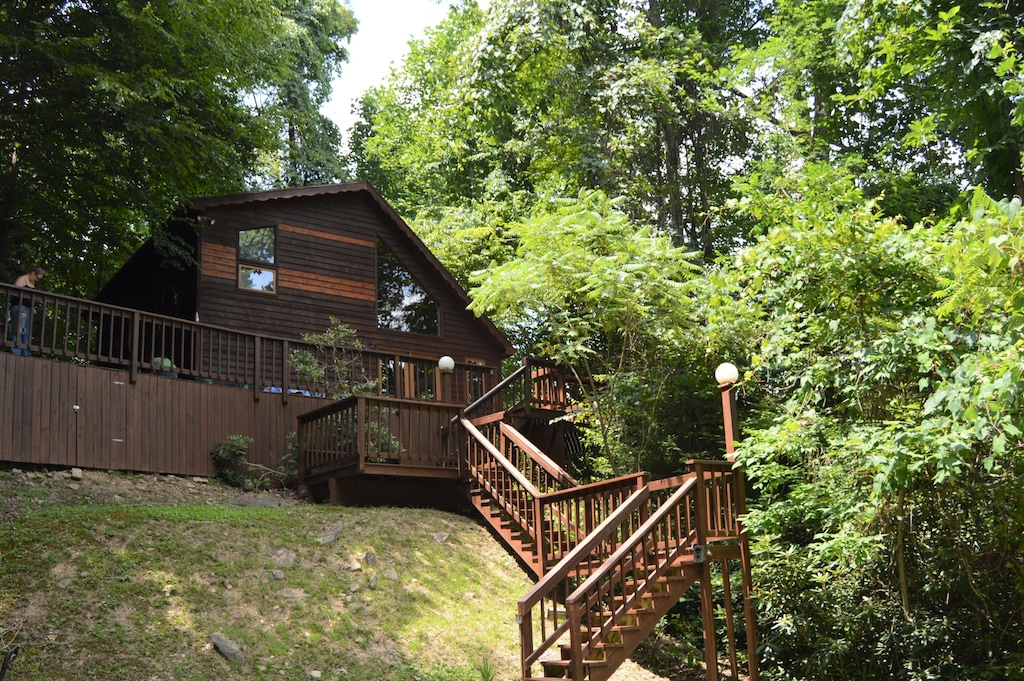 Cabin Tree House Cabin Rental in West Virginia